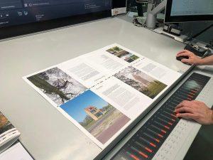 Drukproef Boek Voor de Gek Follies in Nederland bij drukkerij Wilco